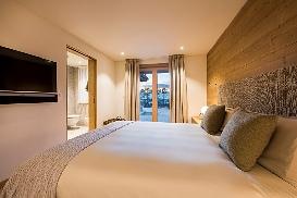 Ski-Armadillo-Chalet-Baryte-Guestroom2.jpg