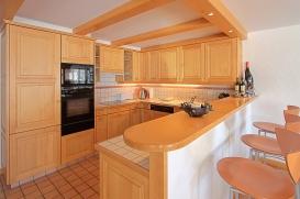 KitchenBreakfastBar.jpg