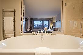 Bath tub room 8.jpg