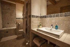5 Chalet Norjeanne Bathroom 1.jpg1.jpg